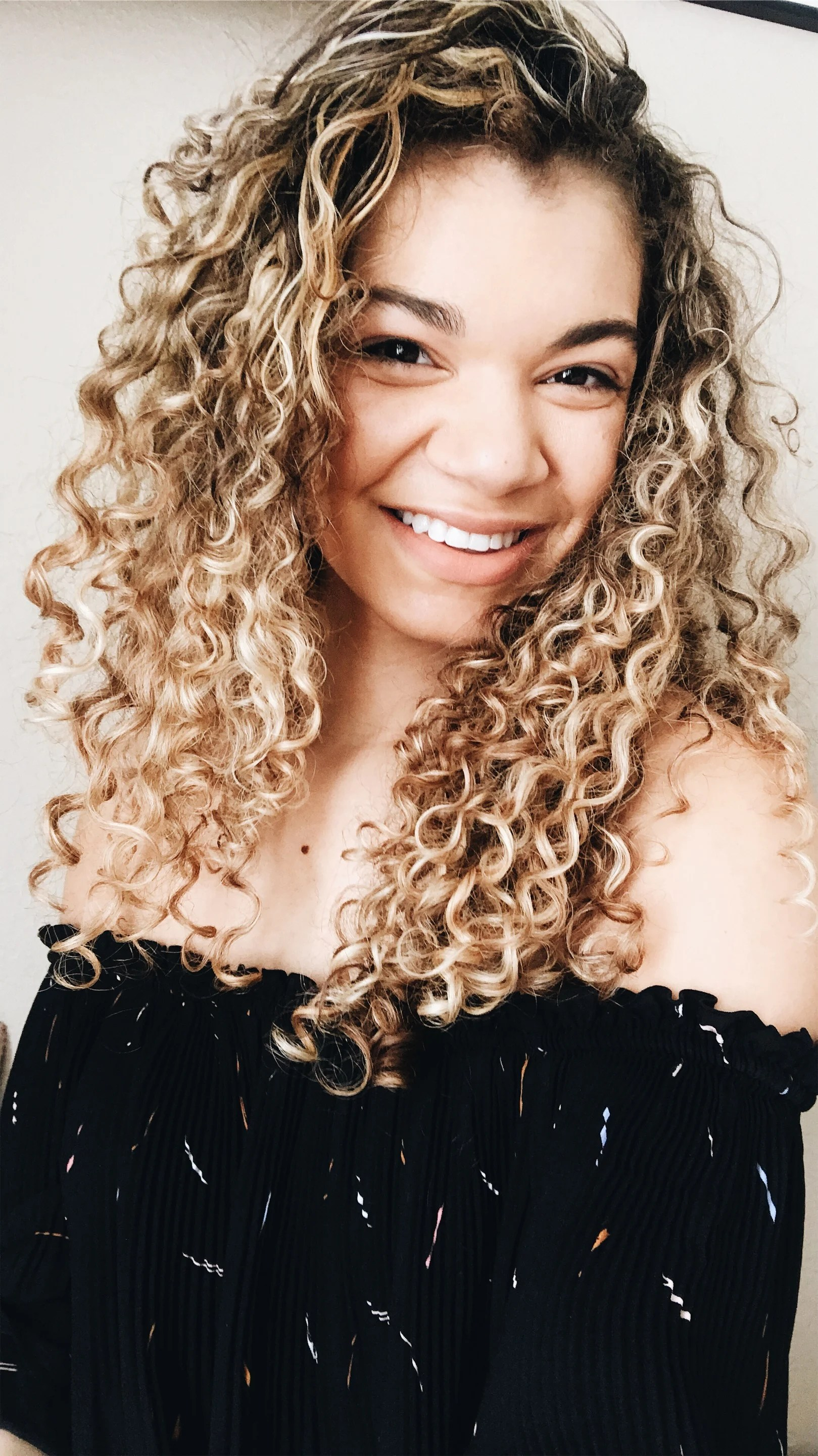 Do you have curly hair and want to know some curly hair product and tips to style it naturally? I break down my mixed curly hair and what I do!