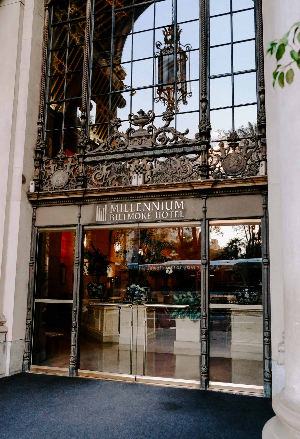 Planning a girl's trip to LA and need ideas on what to do? This chic girl's guide to LA has ideas on what to do, where to eat, where to shop, and where to stay, just to name a few! The millennium Biltmore hotel in Los Angeles is a chic and luxurious place to stay!