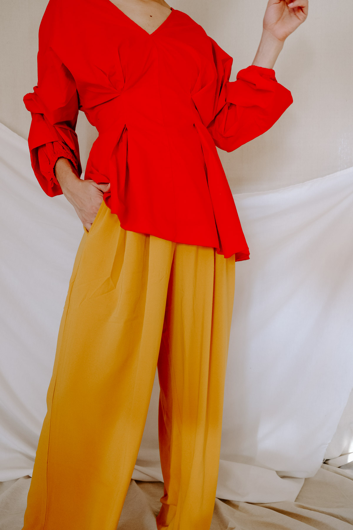 Does the warmer weather inspire you to try out some chic color combos this season? Here are 4 chic color combos to add to your spring and summer outfits! I love this red and yellow combo.