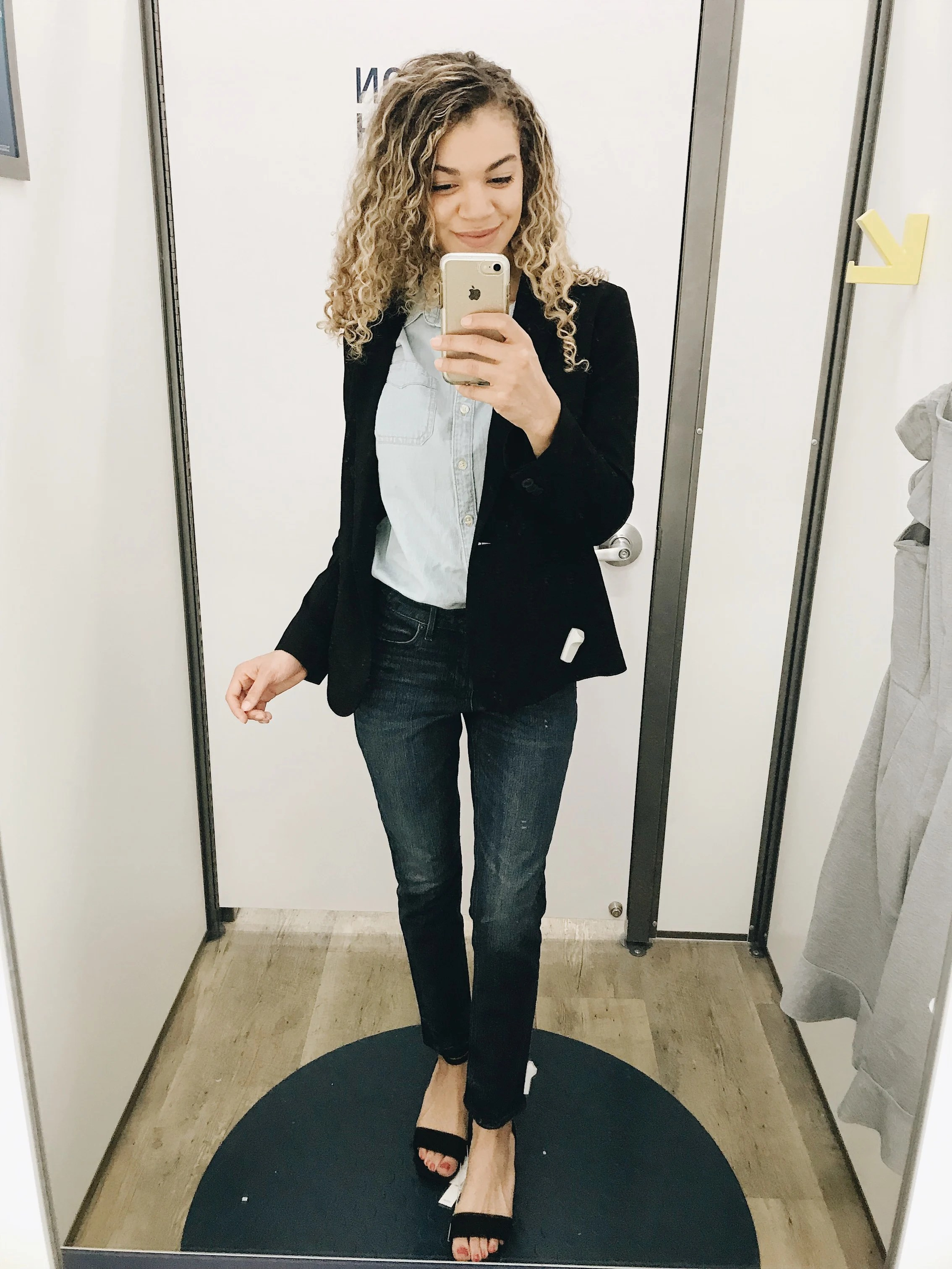 In need of some business casual work outfits that are cute yet comfy at the same time? Check out this post of stylish work outfit ideas for some inspiration!
