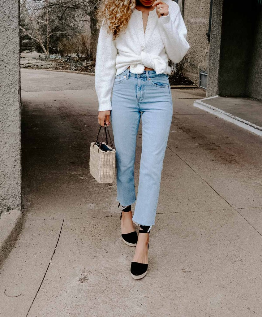 Want to be Parisian chic and dress how the french do? These are the French spring outfit combos that all the girls are wearing right now. All the French spring fashion inspo is here! This straight leg jeans with a cardigan tied as a top would be a perfect spring and summer outfit go-to.
