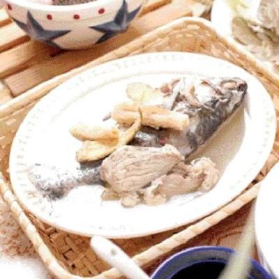 सोलोमन सील और एडेनोफोरा स्ट्रिक्टा मछली सूप पकाने की विधि