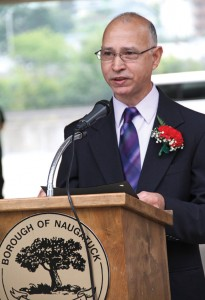 Naugatuck Portuguese Mayor of the Day David Silva addresses the audience Sept. 4 during a ceremony in front of Town Hall. –LUKE MARSHALL