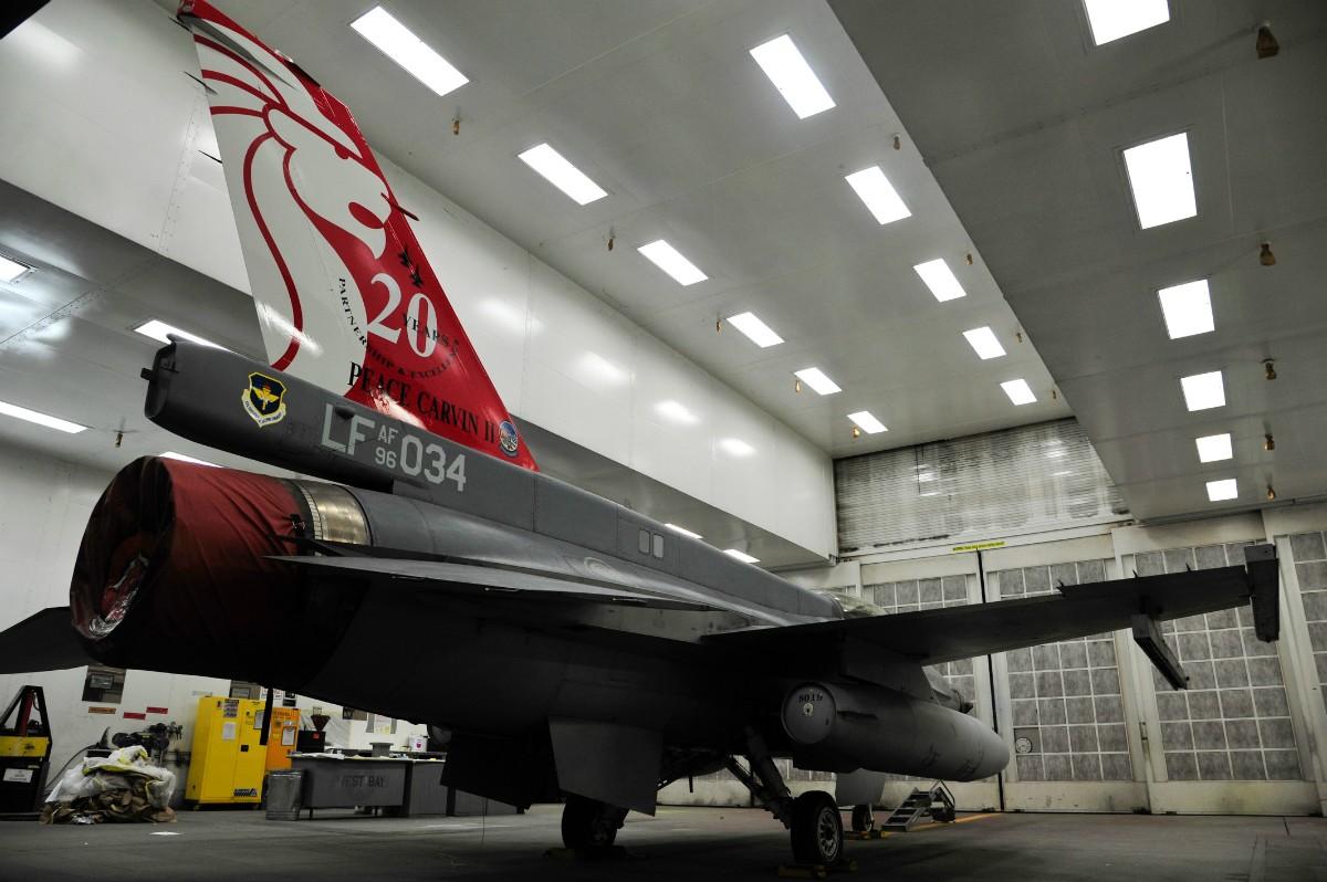 新加坡空軍:F-16D戰機-美國Luke空軍基地20週年紀念塗裝 @ 阿棟的部落格 :: 痞客邦