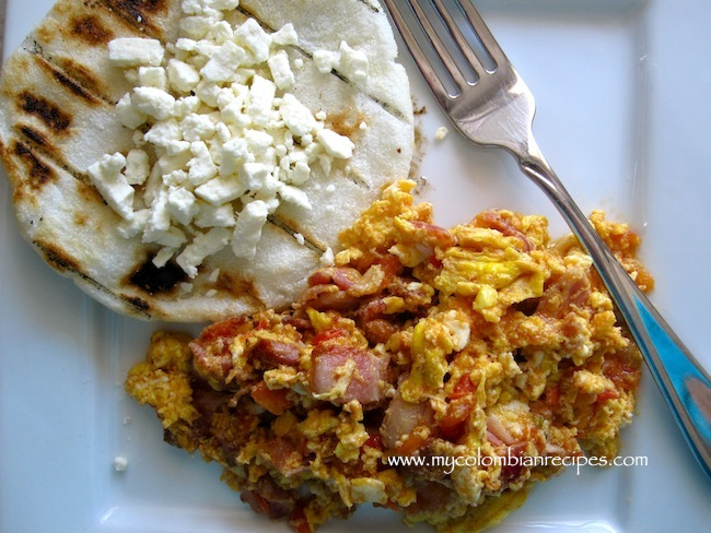 Image source: http://www.mycolombianrecipes.com/huevos-pericos-con-tocineta-scrambled-eggs-with-tomatoes-scallions-and-bacon