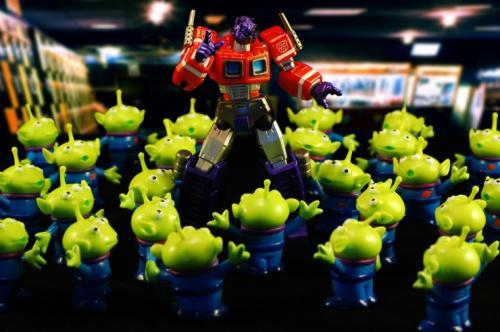 optimus-prime-green-aliens.jpg