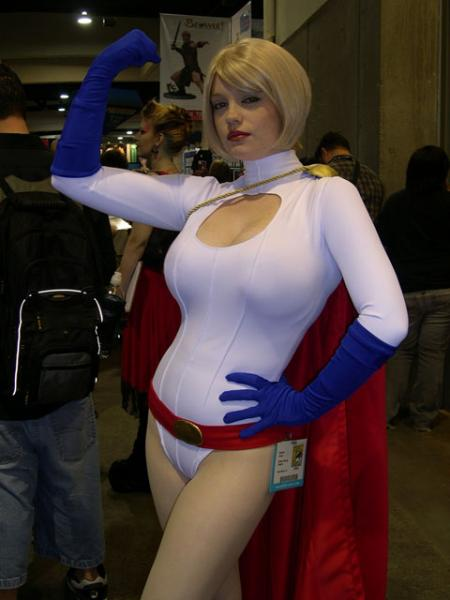 powergirl-cosplayer.jpg