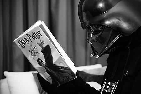 darth-vader-reading-harry-potter.jpg