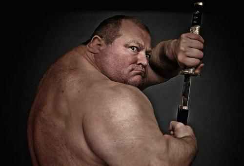 huge-swordsman.jpg