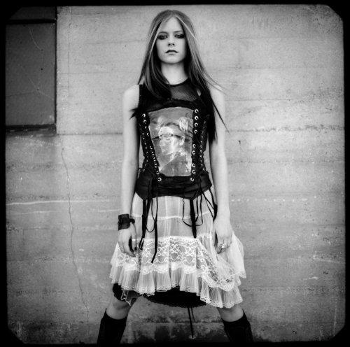Avril Lavigne Spreads Her Legs
