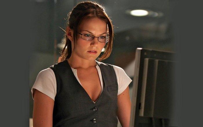 Jennifer Morrison Working On A Computer