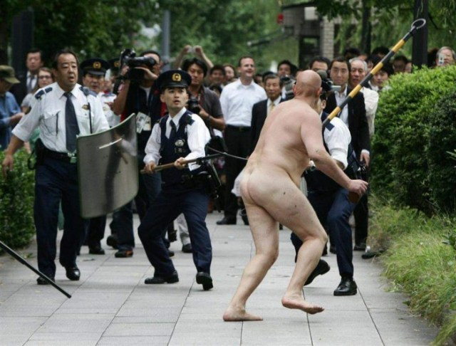 nude old man vs police