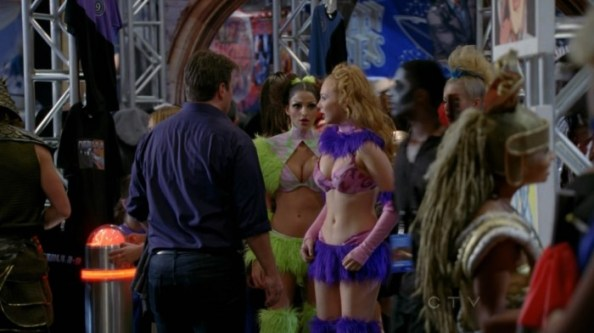 Molly Quinn   Castle s05e06  18  700x393 Molly Quinn   Cosplayer (from Castle s05e06)