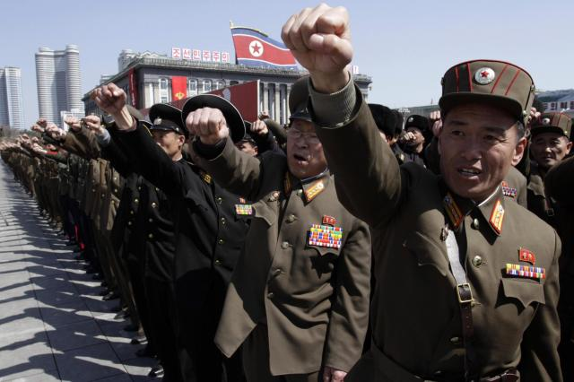 Corea Nord, marcia in supporto del leader Kim Jong Un