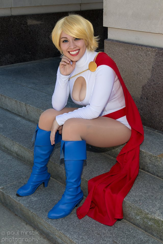 Power Girl by Luri Nahls cosplay.jpg