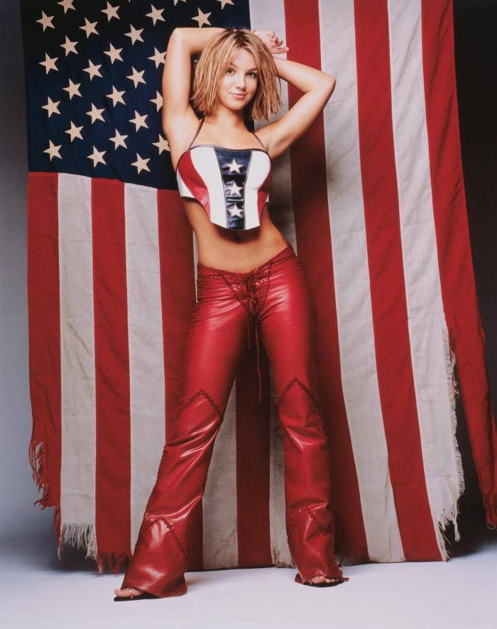 Britney Spears had no belly button.jpg