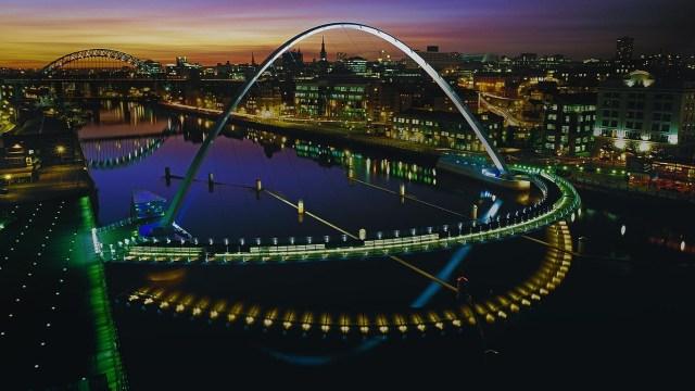 Gateshead Millennium Bridge_.jpg