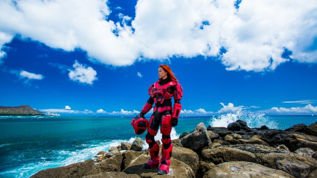 Red Halo cosplay on the beach.jpg
