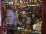 Seattle_-_Curiosity_Shop_shrunken_heads_01