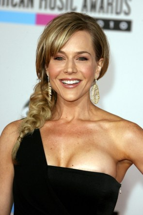 Julie Benz is busting out.jpg
