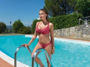 Marta Wierzbicka in red bikini.jpg