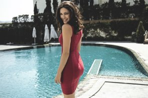 Kelly brook about to jump in .jpg