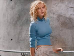 Kirsten Dunst in a blue top.jpg