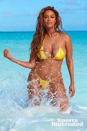 105841507_tyra-banks-hot-bikini-photoshoot-07.jpg