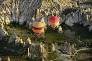 two hot air balloons.jpg