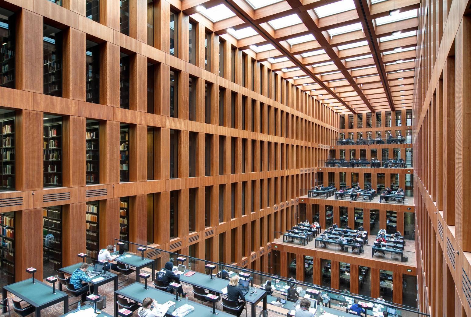 Library of Humboldt University Berlin 5066x3413