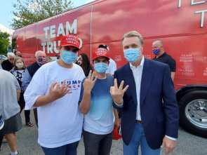 Here's senator David Perdue throwing up a white power gesture at a campaign meet and greet He is up for re-election on Tuesday Do the right thing Georgia