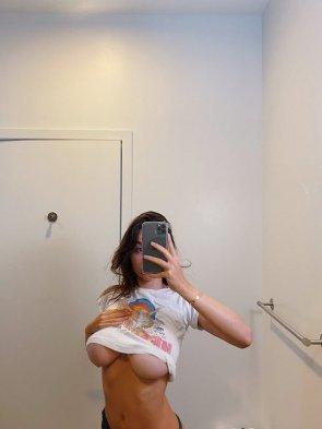 Busty Girls 35 pics