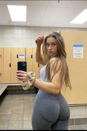 Girls In Yoga Pants 51 pics
