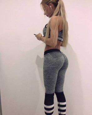 Girls In Yoga Pants 46 pics