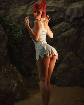 I can most definitely say that I have never looked at Wilma this way… ? Credits to JannetInCosplay
