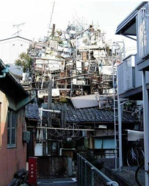 Only surviving photo of a hoarder house demolished around 2007 in Nagoya Japan