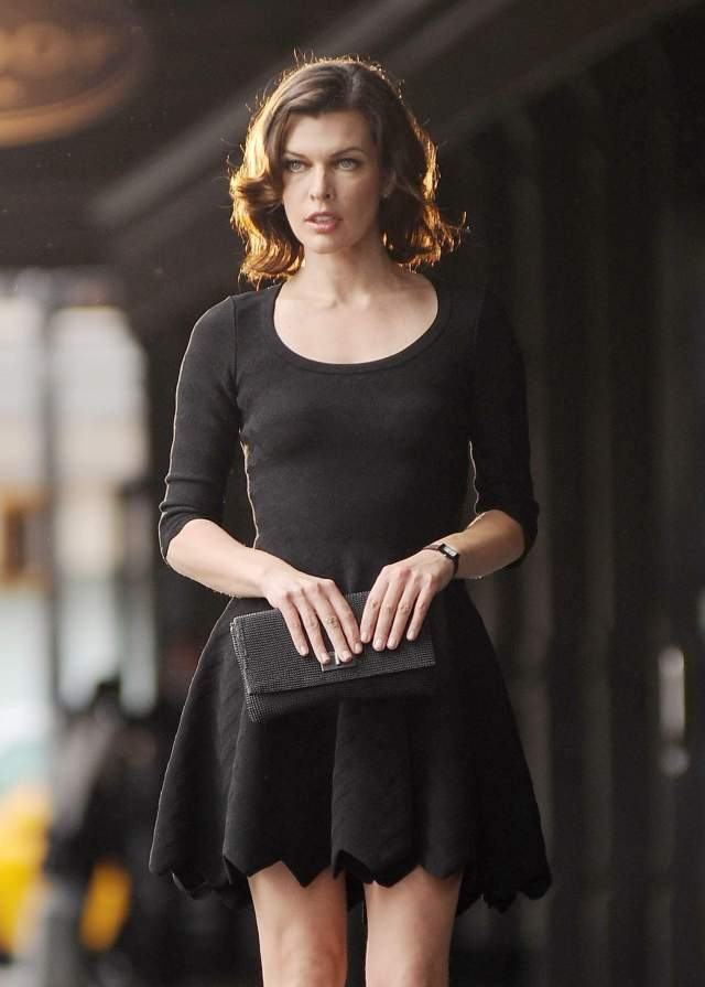 664567469_Milla_Jovovich_on_the_set_of_Avon_advertisment_in_nyc_06_122_352lo.jpg (452 KB)