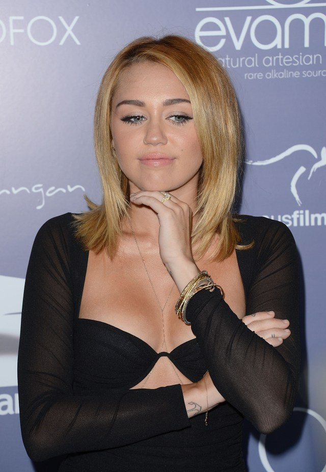 miley_cyrus_australians_in_film_awards_dinner_the_intercontinental_hotel_century_city_june_27_2012_6BGhkLo.jpg (830 KB)