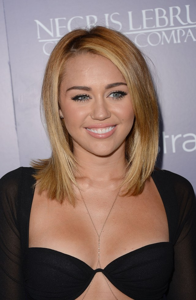 miley_cyrus_australians_in_film_awards_dinner_the_intercontinental_hotel_century_city_june_27_2012_p9EtjHt.jpg (834 KB)