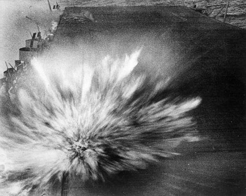 500px-USS_enterprise-bomb_hit-Bat_eastern_Solomons.jpg (39 KB)