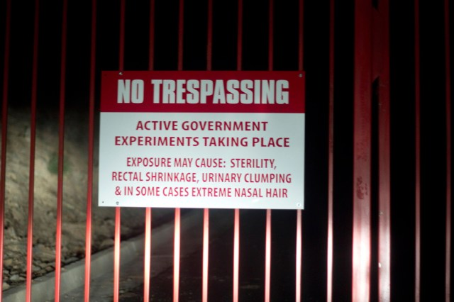 no-tresspassing-active-government-experiments-taking-place.jpg (161 KB)