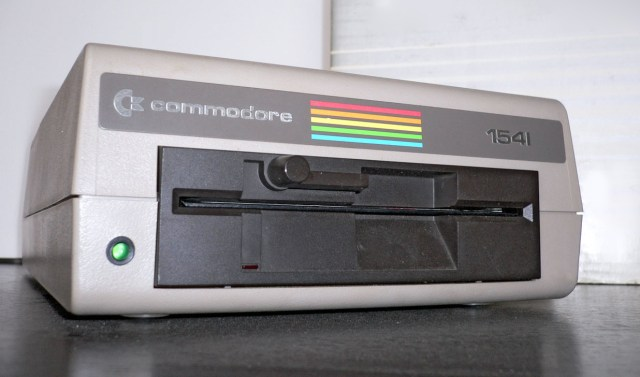 wikimedia-commodore64-fdd1541-front-demodified.jpg (237 KB)