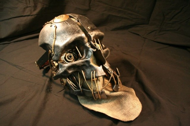 corvo-mask.jpg (137 KB)