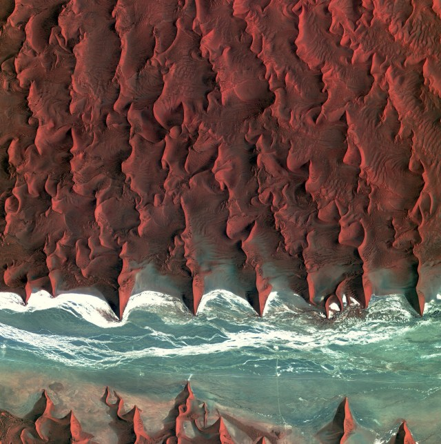 Sossuvlei_Namibia_Kompsat2_07Jan2012.jpg (684 KB)