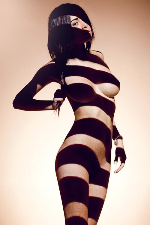 strype-her.jpg (88 KB)