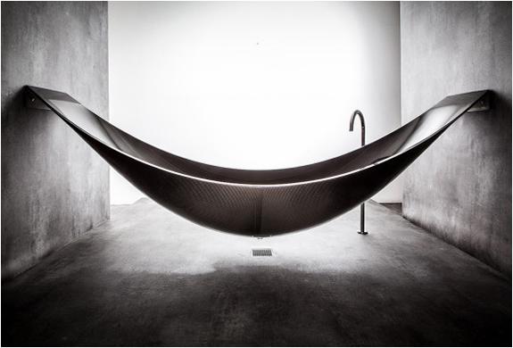 vessel-hammock-bathtub.jpg (130 KB)