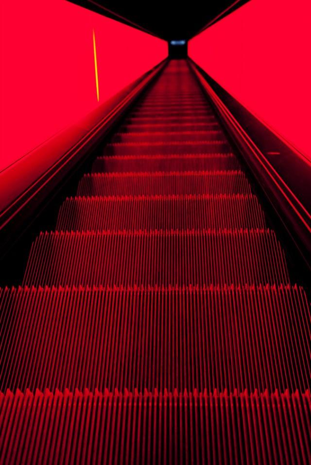 red-escalator.jpg (631 KB)