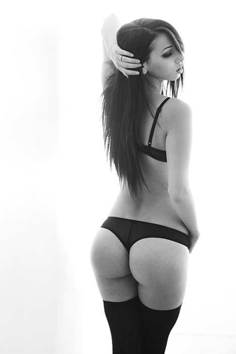 ass-black-and-white-bra-fashion-girl-favim-com-224563.jpg (51 KB)