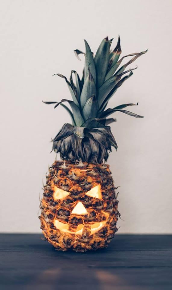 Halloween-pineapple.jpg (44 KB)