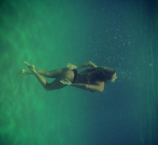 under-water-summer-girls-014-01262014.jpg (96 KB)